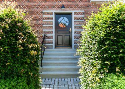Facade og trappe
