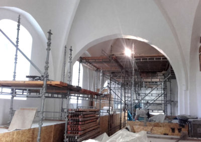 Kirke-renovering-stillads